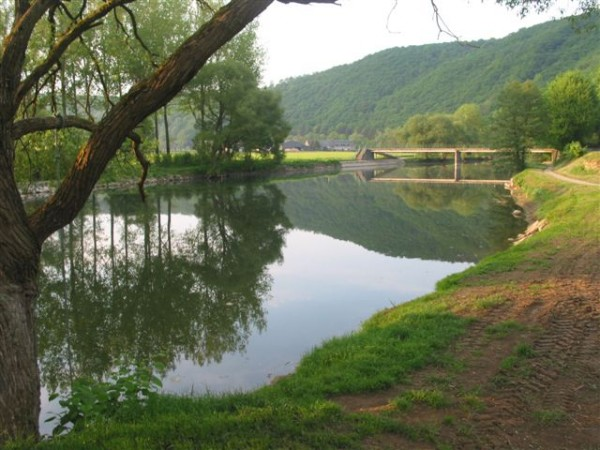 De Ourthe bij camping Les Murets